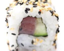 Tuna-Rolle-mit-Gurke-und-Spicy-Sesame-254x203
