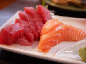 salmon-and-tuna-sashimi-300x225